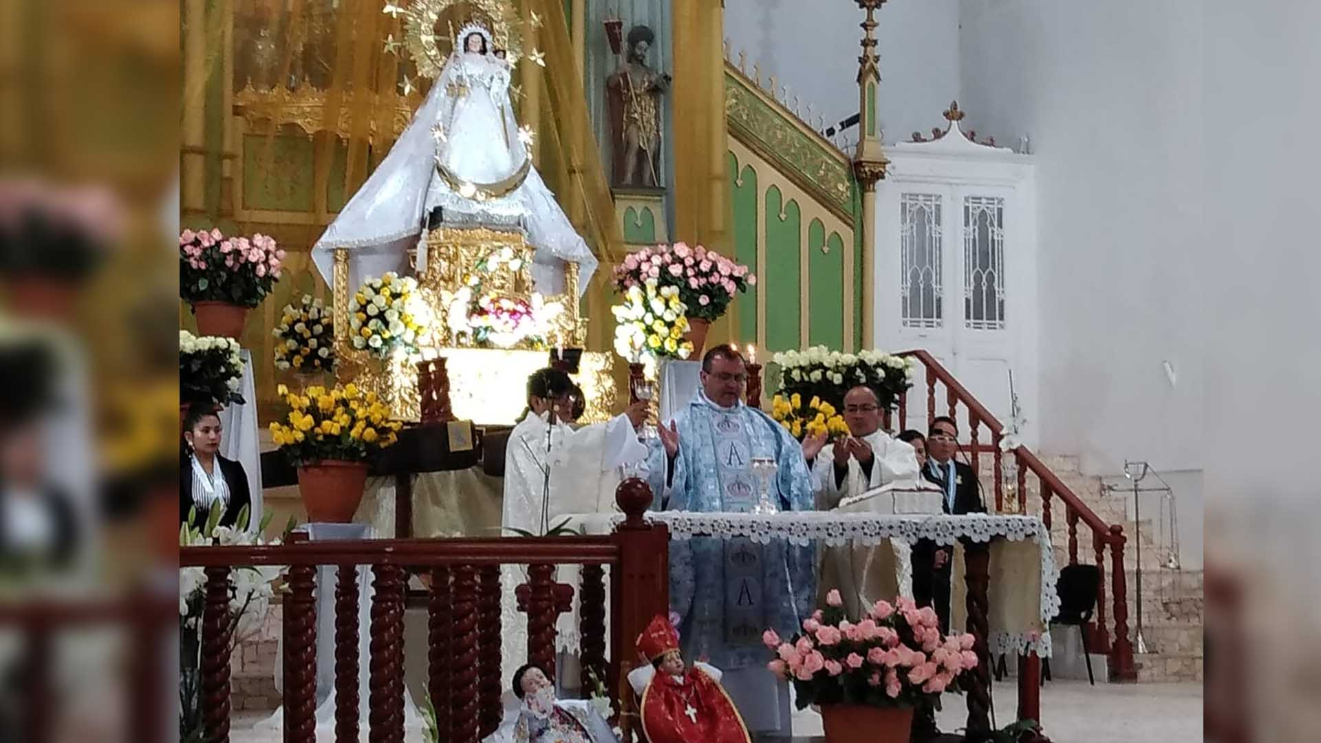 Víctor Igor Cárcamo párroco del templo San Juan Bautista de Puno.