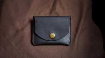 Mujer recupera su billetera después de 58 años