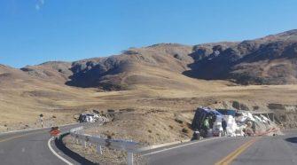 Camión de abarrotes sufre accidente