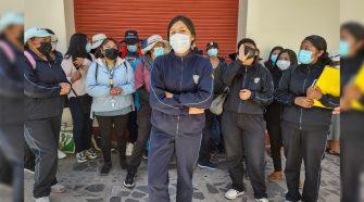 Estudiantes de Enfermería protestando en los exteriores del GORE-Puno